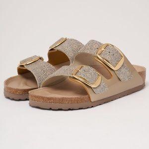 BIRKENSTOCK WOMENS Pattern Arizona Buckle Sandals